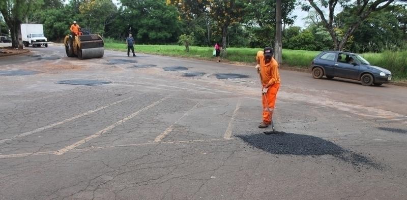Buracos de ruas são tapados em nova ação da Secretaria de Obras