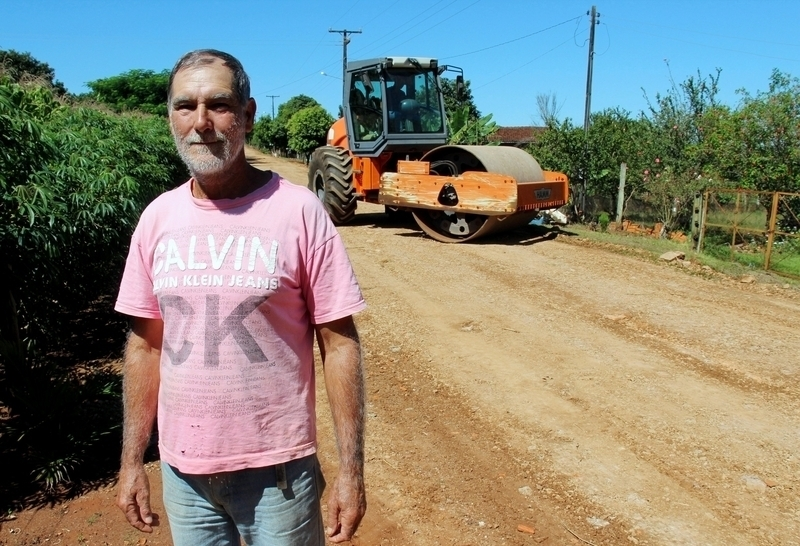 Após atender Vila Rural II, Secretaria de Obras passa a recuperar vias de terra de outras localidades