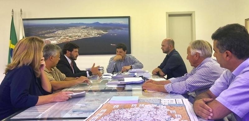 Recape asfáltico é tema de reunião do prefeito com secretário estadual de Infraestrutura