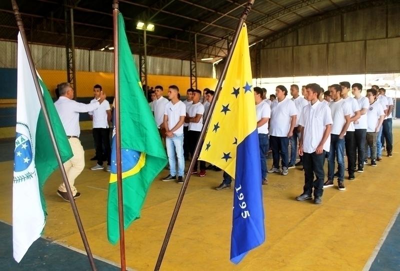 Jovens precisam comparecer ao juramento à bandeira nesta quarta-feira (4)