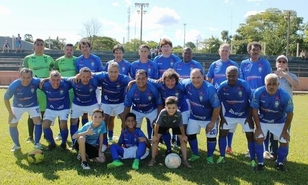 Veteranos do futebol brasileiro disputam amistoso em Tamarana