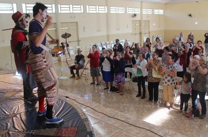 Crianças e idosos têm aula de diversão em Tamarana