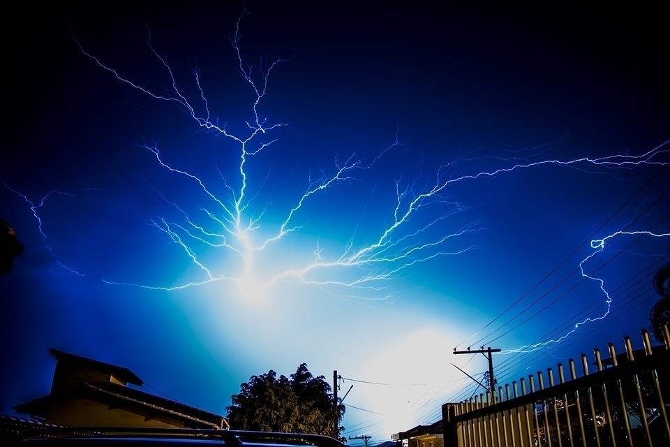 Defesa Civil informa medidas a serem tomadas em tempestades de raios