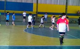 Projeto em Tamarana oferece prática gratuita de futsal e futebol