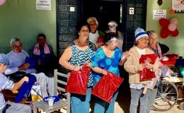 Vovós do Asilo São Roque são homenageadas no Dia das Mães