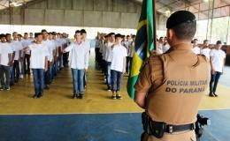 Juramento à bandeira reúne dezenas de jovens tamaranenses