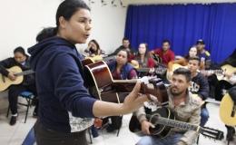 Aulas gratuitas de violão já atendem mais de 200 tamaranenses