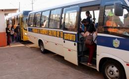Em atividade desde julho, ônibus gratuito leva passageiros até Água do Beijo e transporta moradores dentro da cidade