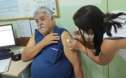 Dezenas de tamaranenses comparecem em dia de vacinação