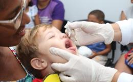 Saúde alerta pais para que vacinem filhos contra pólio e sarampo